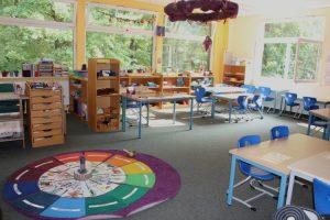 Rundgang durch den Lerngruppenraum Violett der Grundschule